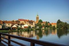 Château spectaculaire Telc, une ville en Moravie, un site de patrimoine mondial de l'UNESCO dans la République Tchèque, l'Europe Images libres de droits