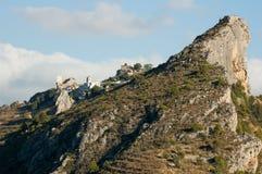 Château sur une falaise puissante en Espagne images libres de droits