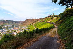 Château Thurant au-dessus de rivière la Moselle images libres de droits