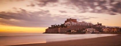 Château - vue de la plage image stock