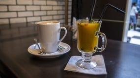Chá e café do espinheiro cerval do ‹do †do ‹do †do mar na barra imagens de stock royalty free