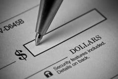 Chèque bancaire d'écriture Photo stock