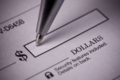 Chèque bancaire d'écriture Photos libres de droits