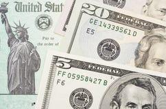 Chèque de remise d'impôts images stock