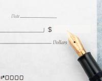 Chèque en blanc et stylo-plume Photos stock