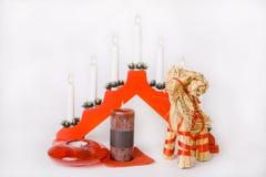Chèvre de paille de Noël, décoration de lampe et bougies Images libres de droits