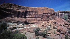 1972 : Chèvres de montagne errant librement les bords dangereux de falaises clips vidéos