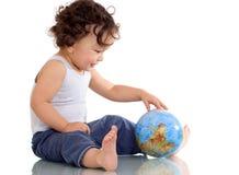 Chéri avec le globe. Photos libres de droits