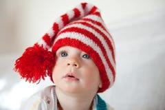 Chéri avec un chapeau rouge Images libres de droits