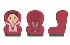 Chéri dans le siège de véhicule Latéral et avant de la chaise de sécurité Images stock