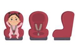 Chéri dans le siège de véhicule Latéral et avant de la chaise de sécurité Photographie stock libre de droits