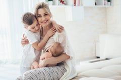 Chéri de allaitement de maman Photos libres de droits