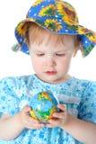 Chéri de beauté avec le globe image stock