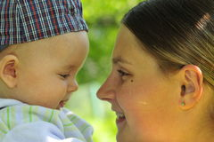 Chéri et mère Photo stock
