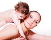 Chéri et mère affectueuses photographie stock