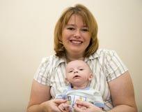 Chéri et maman mignonnes Images libres de droits