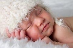Chéri nouveau-née de sommeil Image stock