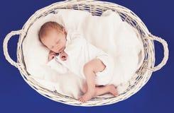 Chéri nouveau-née de sommeil Image libre de droits