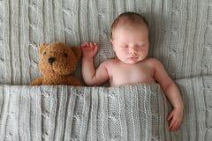 Chéri nouveau-née de sommeil Images stock