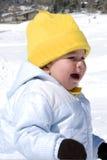 Chéri pleurante sur la neige Images libres de droits