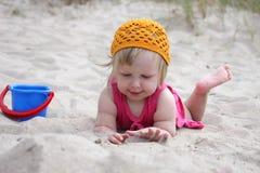 Chéri sur le sable Images libres de droits