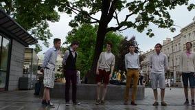 Chór chłopiec śpiewają ulicę zdjęcie wideo