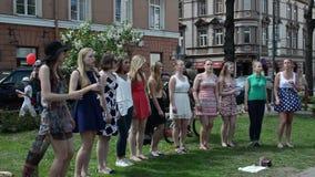 Chór dziewczyny śpiewają ulicę zbiory