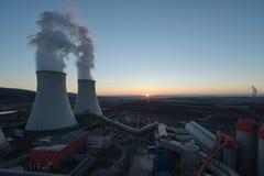 Chłodniczy góruje elektrownia obrazy royalty free