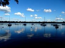 Chłodno Błękitny jezioro Zdjęcie Royalty Free