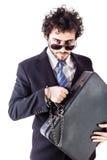 Chłodno biznesmen z nadgarstek przykuwającą walizką obraz stock