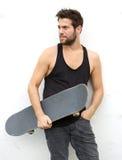 Chłodno młoda faceta mienia łyżwy deska Obrazy Royalty Free