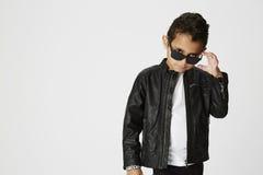 Chłodno młody chłopiec pozować Obraz Royalty Free