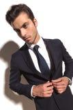 Chłodno moda biznesowy mężczyzna zamyka jego kostium Zdjęcia Stock