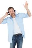 Chłodno modny wzorcowy słuchanie muzyczny i uśmiechnięty Fotografia Royalty Free
