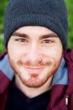 Chłodno przystojny facet z przebijać uśmiecha się Obrazy Stock