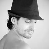 Chłodno przystojny włoski mężczyzna z kapeluszem Zdjęcie Royalty Free