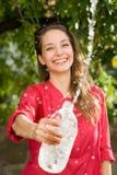 Chłodno wody orzeźwienie. zdjęcie royalty free