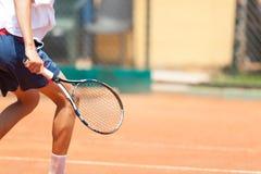 chłopak gra w tenisa szczegół Ampuły kopia obraz stock