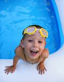chłopak pływa obraz stock