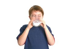 chłopak pije mleko obraz royalty free