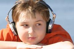 chłopak słuchał muzyki obrazy stock