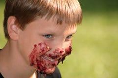 chłopcy blueberry ciasta zdjęcie stock