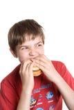 chłopcy jedząc hamburgera Obrazy Stock
