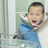 chłopcy myje zęby Fotografia Royalty Free