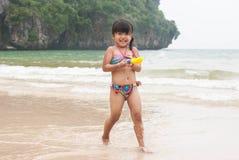 chłopcy plażowej dziecko zabawy mała gra wody morskiej Obraz Royalty Free