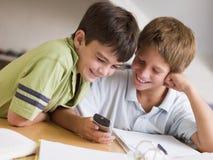 chłopcy przerażał ich zadanie dwa młode Zdjęcie Stock