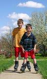 chłopcy rollerblading zdjęcia stock