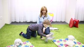 chłopcy stretch zbiornik skupić się plaing zabawka strony kobiet young zbiory