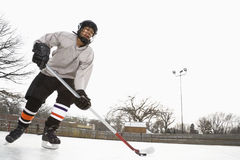 chłopcy w hokeja na lodzie grać zdjęcie stock