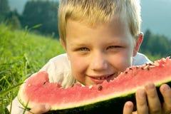 Chłopiec łasowania arbuz Zdjęcia Stock